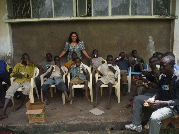 feeding-the-street-kids2